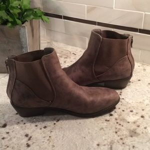 Chinese Laundry Chelsea boot size 8.5